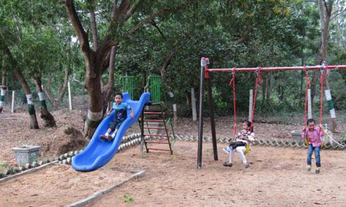 Children park at Nuanai Nature Camp